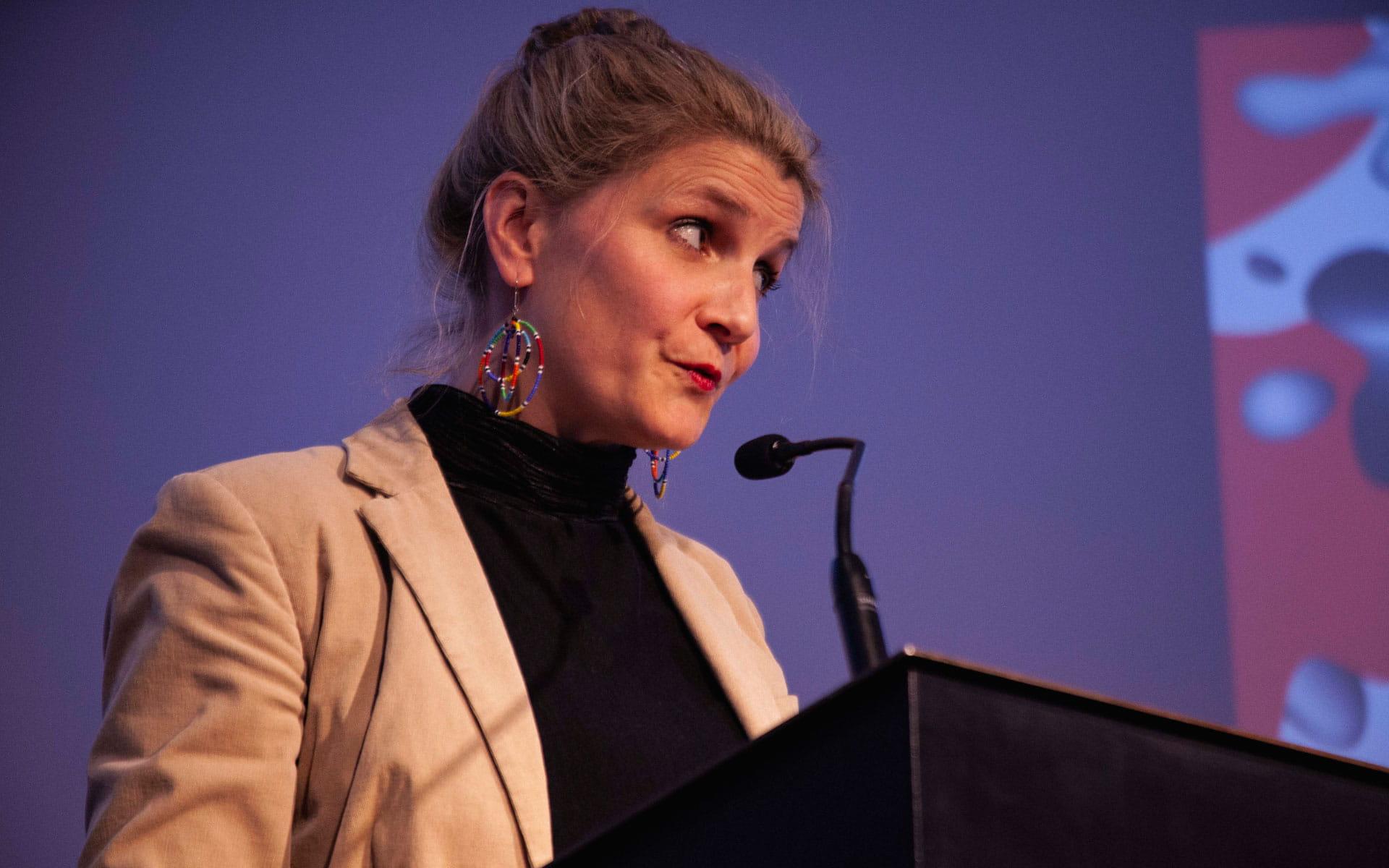 Aleya Kassam, Ketty Nivyabandi, Jean-Luc Raharimanana, Lisa Tuyala: Performative Eröffnung <br/>(c) Lemia Bodden