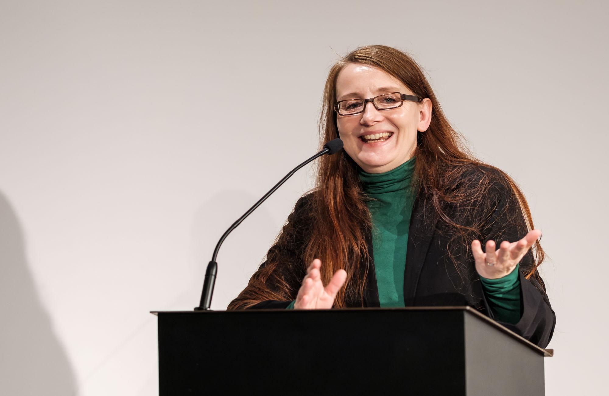 Emma Braslavsky: Die Nacht war bleich, die Lichter blinkten <br/>(c) Sebastian Wenzel