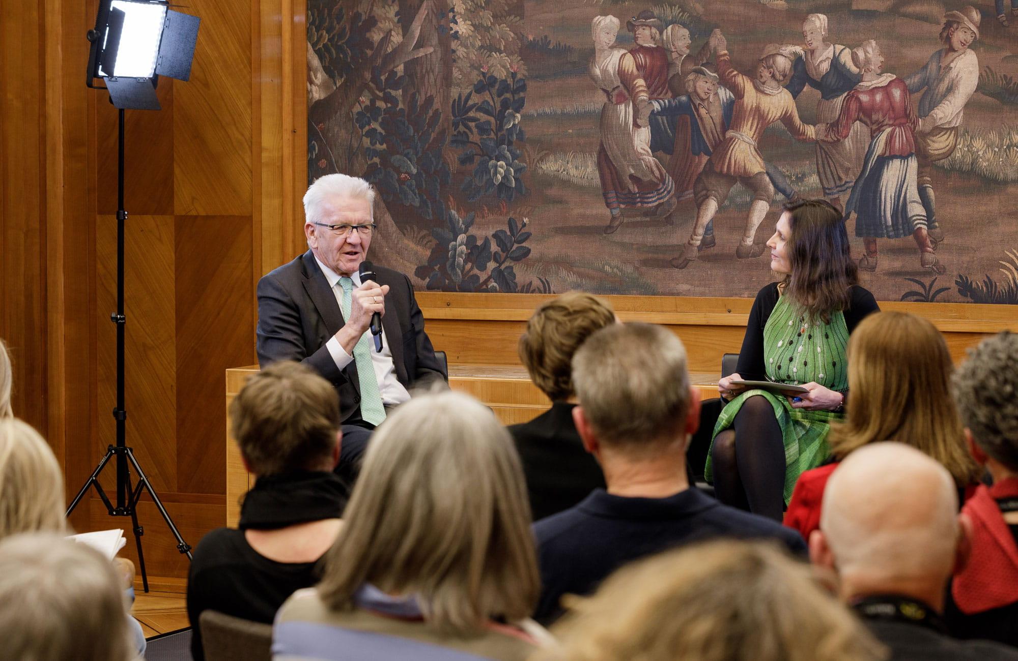 Winfried Kretschmann, Matthias Politycki: Kultur in der Villa <br/>(c) Quelle Staatsministerium / Jan Potente