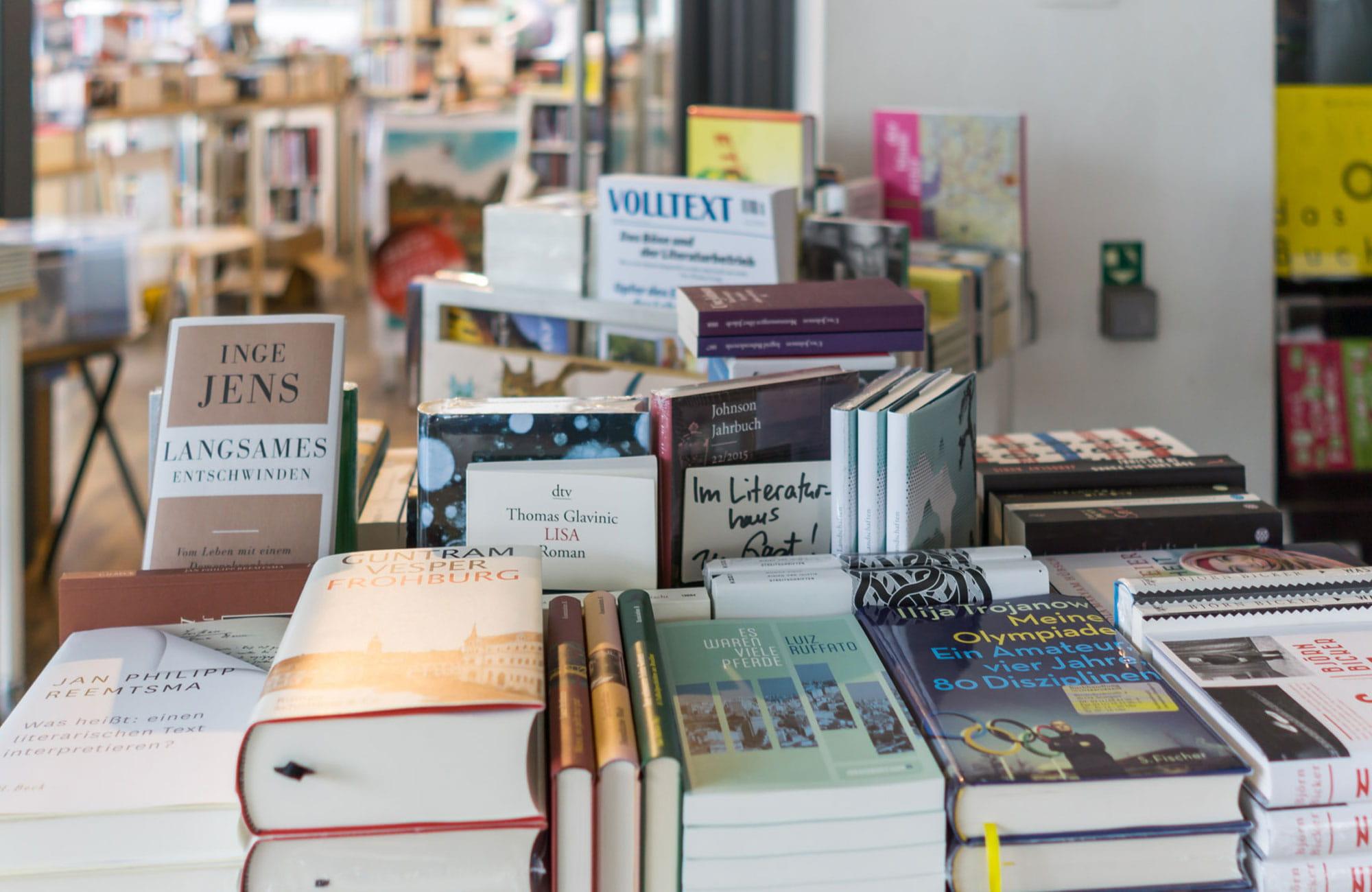 Signierte Bücher der Literaturhaus Gäste