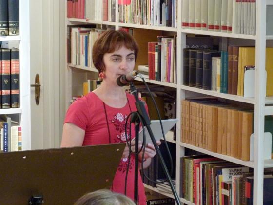 Schamma Schahadat: Gesucht und gefunden: Augenfälliges aus der slowenischen und ukrainischen Gegenwartsliteratur. Dielenlesung bei Petra Bewer und Peter Conradi <br/>(c) Heiner Wittmann