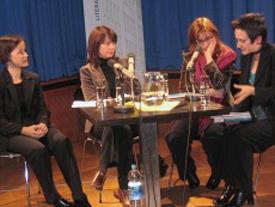 Thorsten Becker, Emine Sevgi Özdamar, Yesim Dorman, Friederike Groß: Deutsch-türkische Literaturnacht 2005 <br/>(c) Tilman Eberhardt