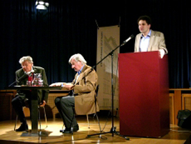 Wolfgang Höper, Ruprecht Skasa-Weiß, Günter Schöllkopf: Günter Schöllkopf und Doktor Faustus <br/>(c) Heiner Wittmann