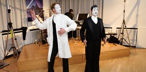 Pantomimen Bastian & Pan: Asimovs Robotergesetze <br/>(c) Ronny Schönebaum