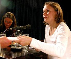 Birgit Vanderbeke, Malin Schwerdtfeger: Geld oder Leben / Café Saratoga, Montag, 17.11.03               /                   20.00              Uhr <br/>(c) Heiner Wittmann